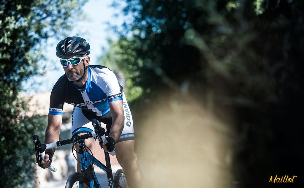 Tanta especialización nos ha brindado la posibilidad de poder disfrutar de bicis con un rendimiento y unas prestaciones inimaginables como la Giant Defy Advanced Pro