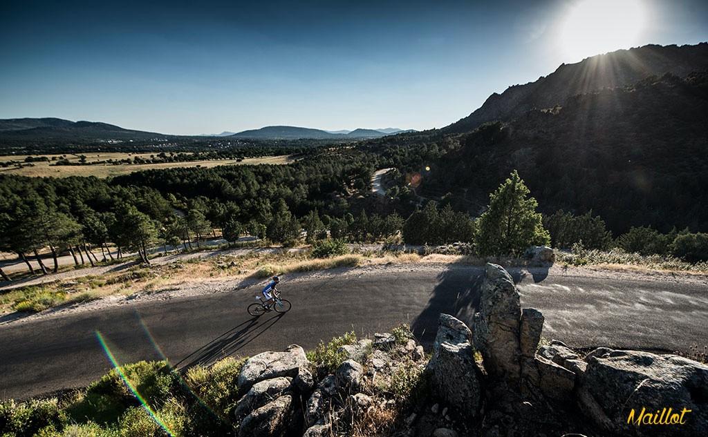 El desarrollo de la Giant Defy Advanced Pro 0 ha conseguido una bici cómoda, con una posición de conducción relajada para pasar horas pedaleando sin que nuestro rendimiento se venga abajo