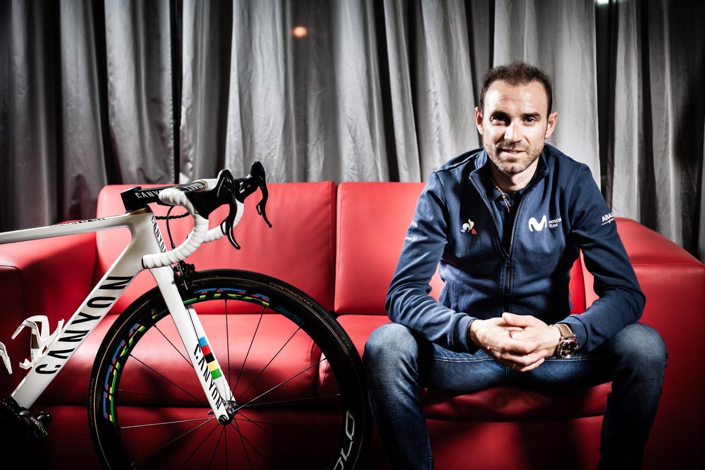 Alejandro Valverde y su Canyon Ultimate personalizada con los colores de Campeón del Mundo