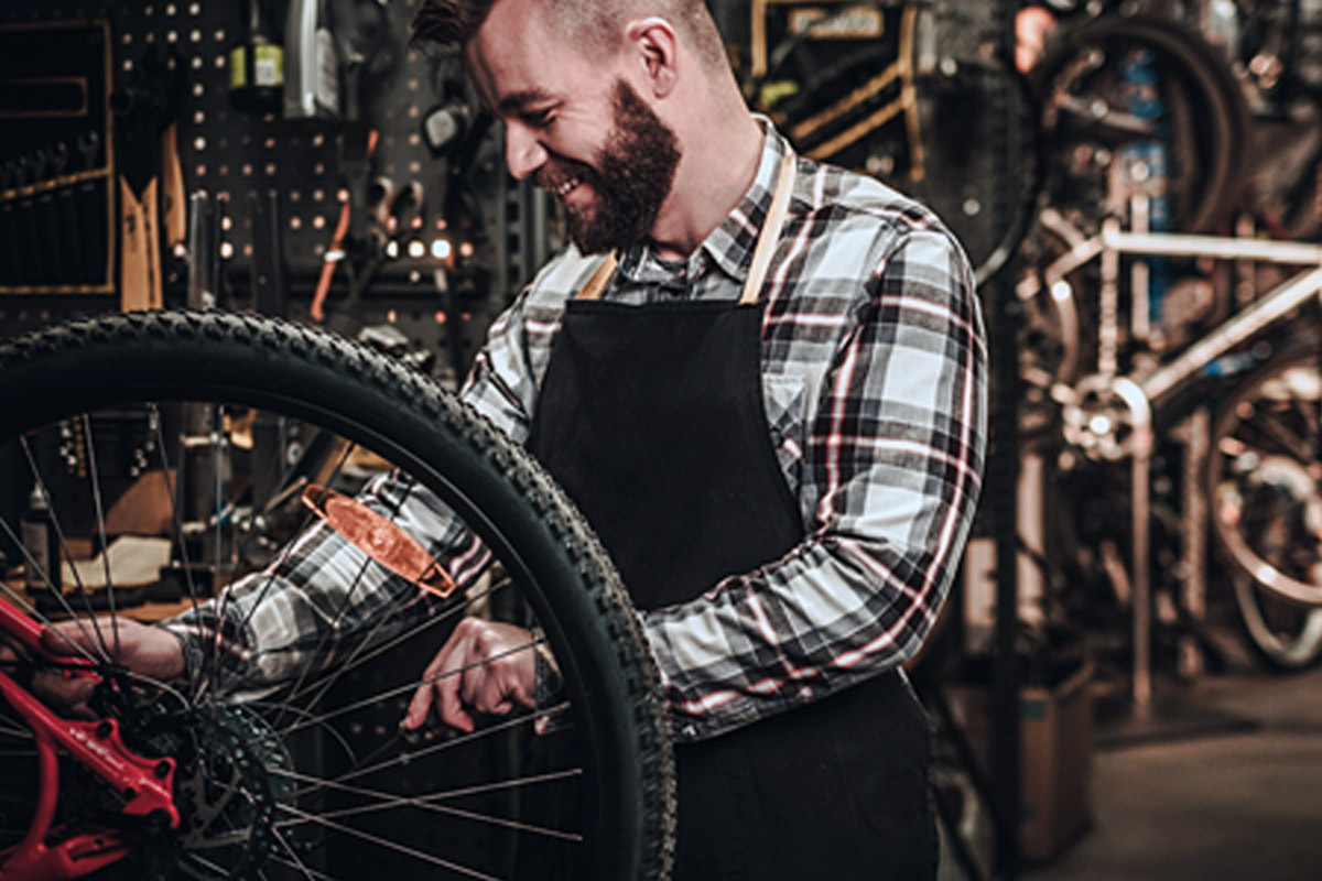 Los talleres de reparación de bicicletas como servicio esencial