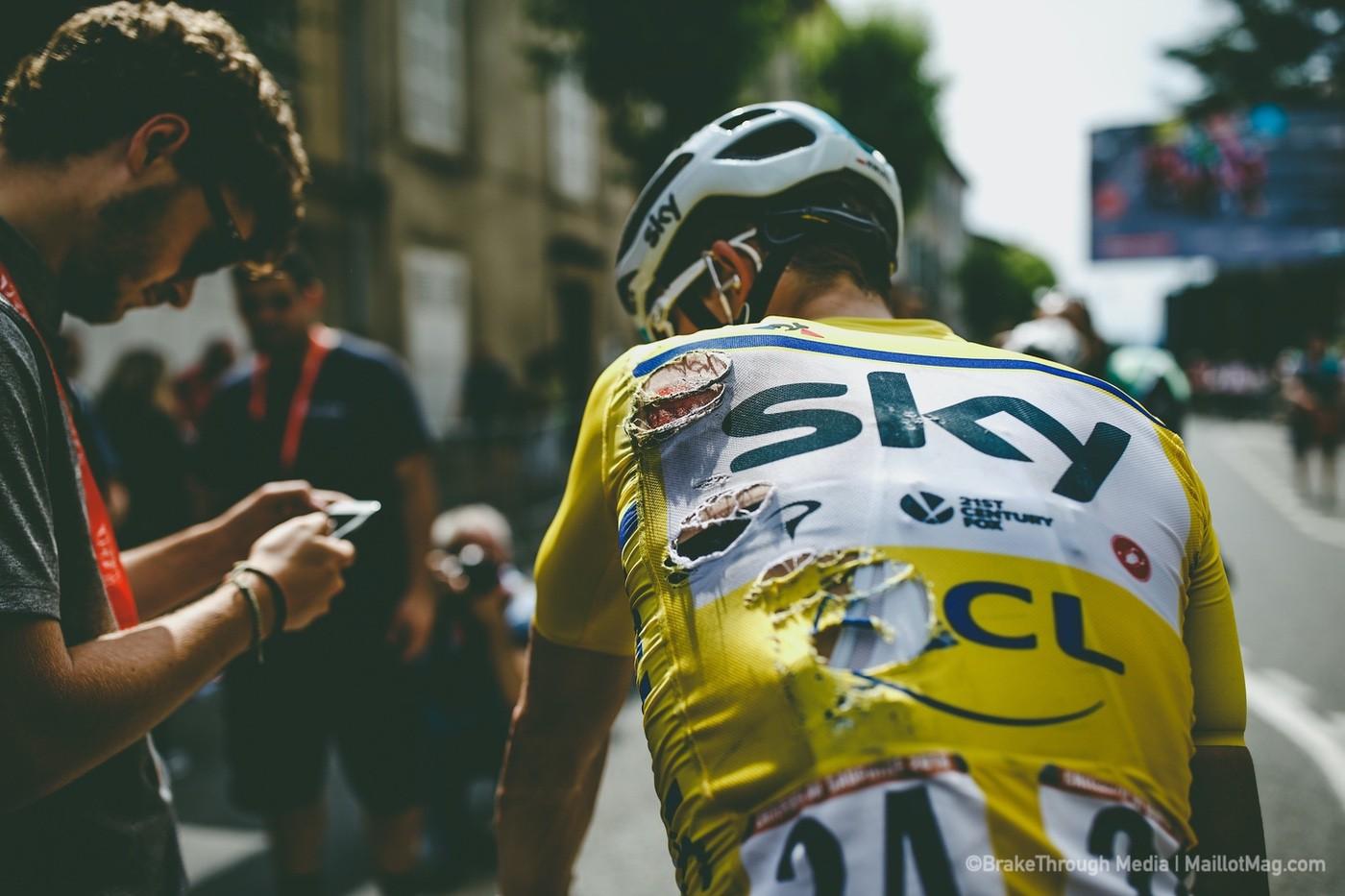 Michal Kwiatkowski en la llegada de una etapa de Critérium del Dauphiné tras una caída