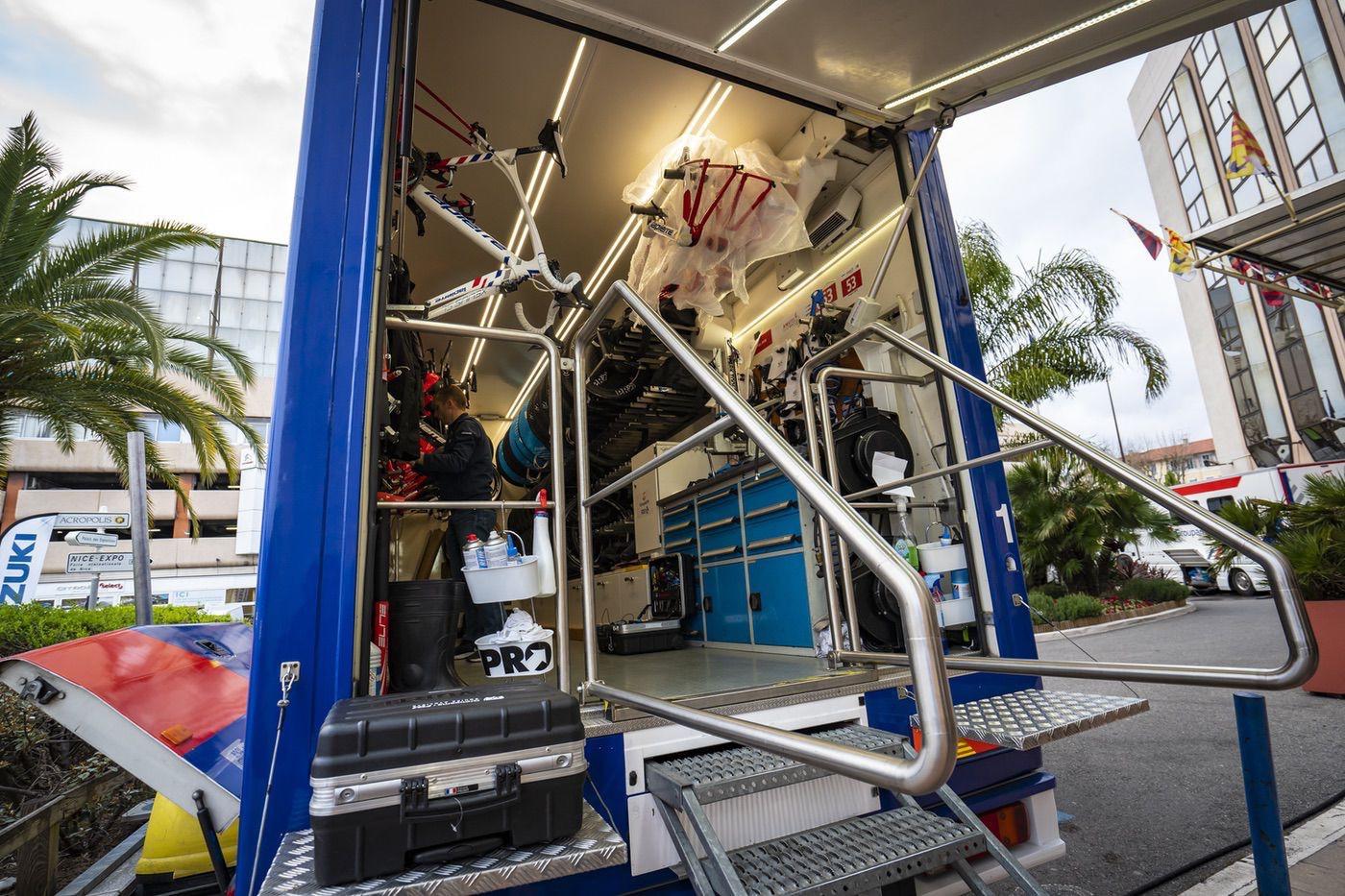 Así es el camión taller de un equipo profesional