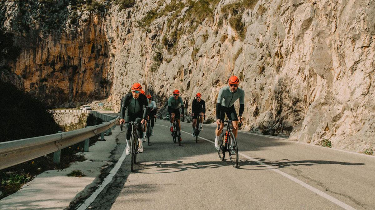 Grupo rodando con la Canyon. Endurece CF SLX