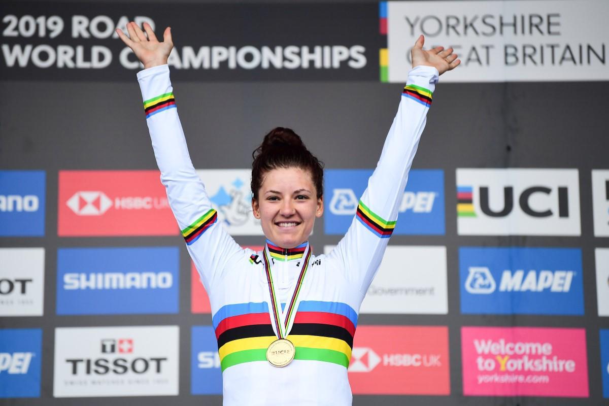 Chloe Dygert en el podio al haber ganado la contrarreloj del Mundial de Yorkshire 2019