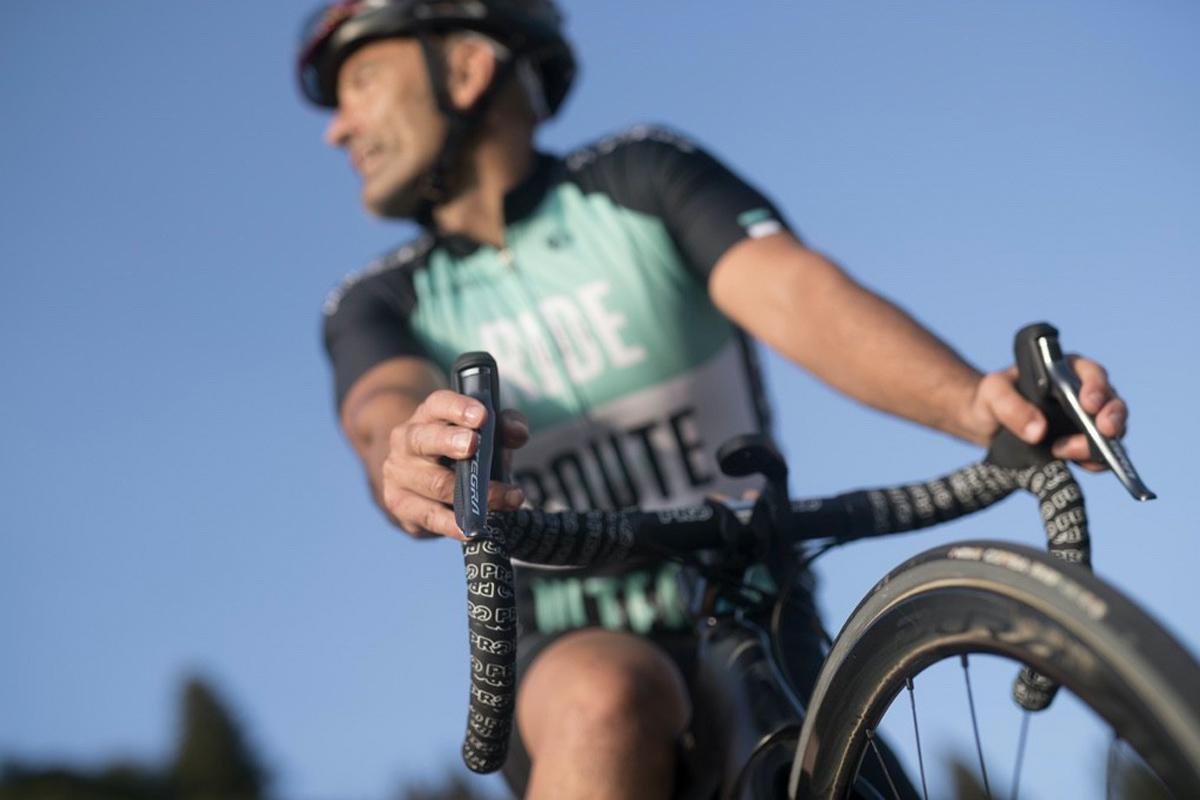Imagen de acción de una bici montada con Shimano Ultegra Di2
