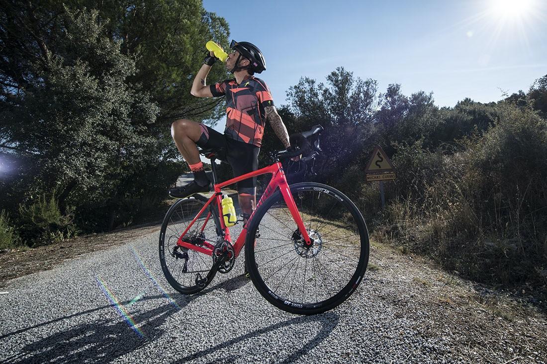 5 ejercicios (fáciles) que debes dominar sobre la bicicleta