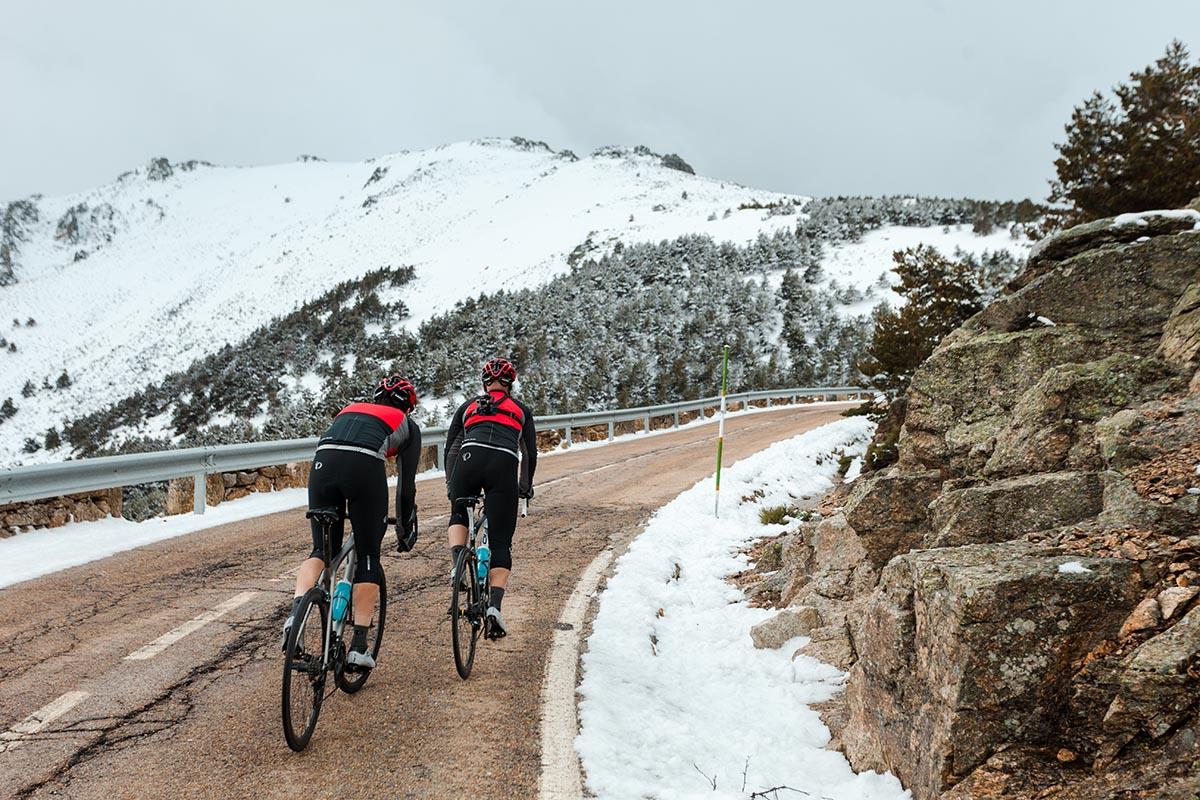 5 consejos básicos para practicar ciclismo con nieve