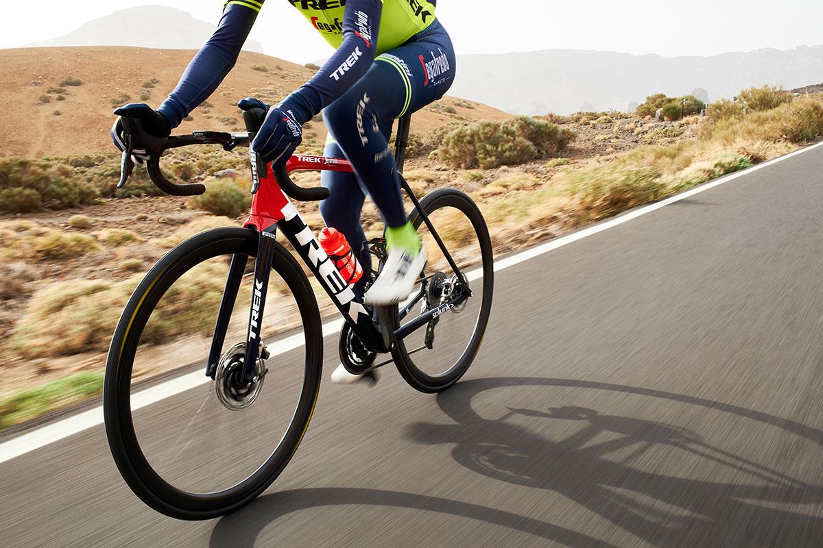 Muchos ciclistas profesionales recurren a las perneras en temporada invernal