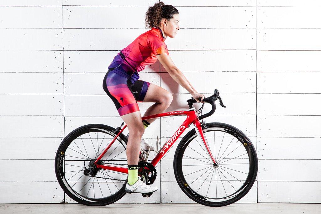 Distancia entre sillín y manillar en una bicicleta de carretera