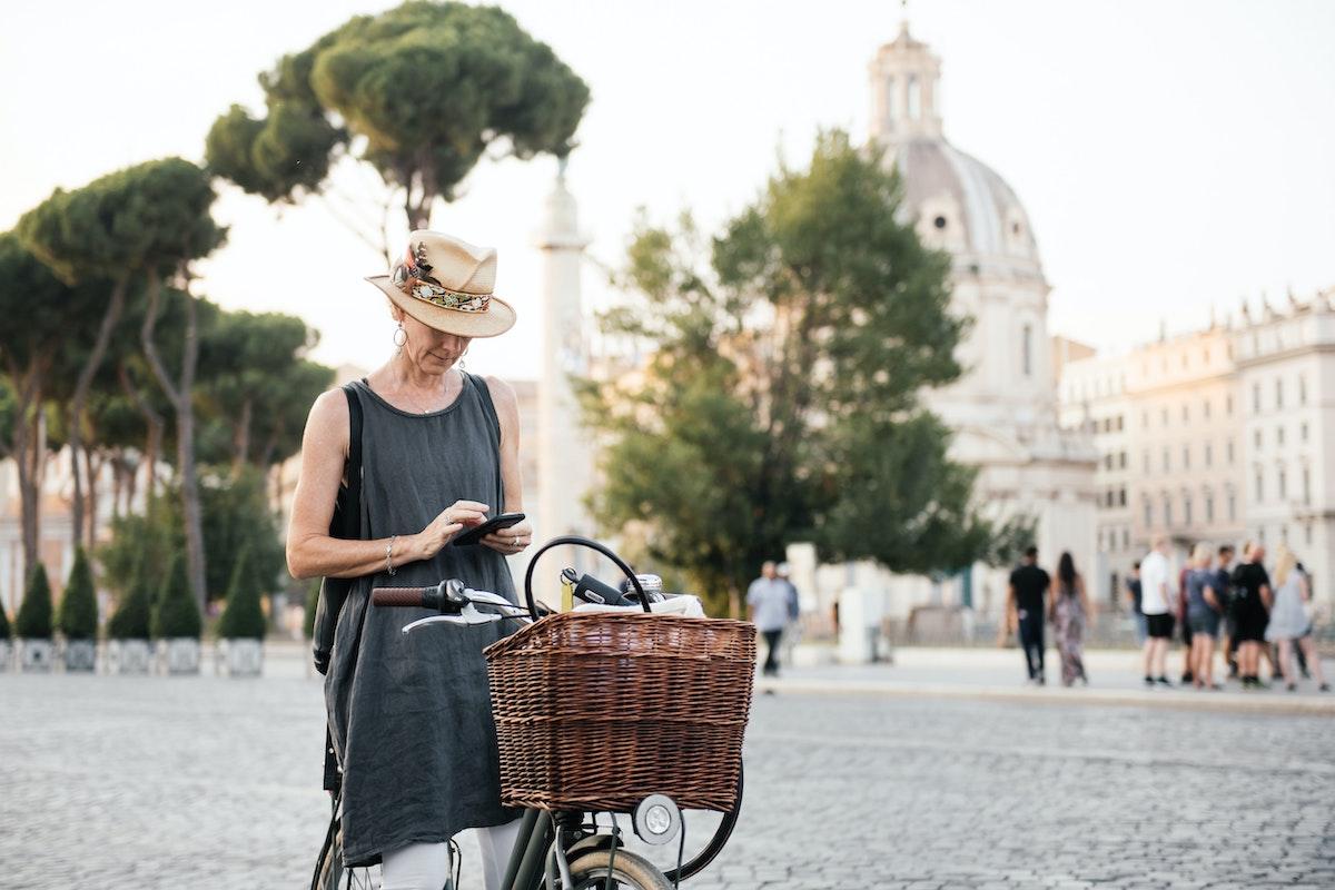 Tres artículos imprescindibles (y tres útiles) para el ciclismo urbano
