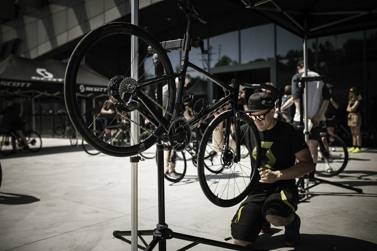 Elimina los ruidos y crujidos en el pedalier de tu bici