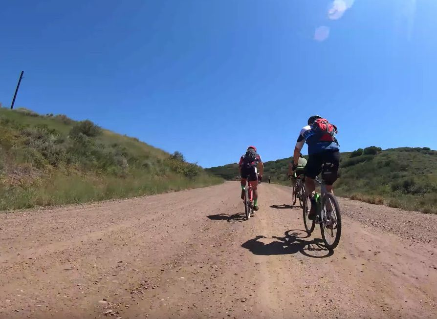 80 minutos de gravel para rodillo: una alternativa original para los que no tienen Zwift o Bkool