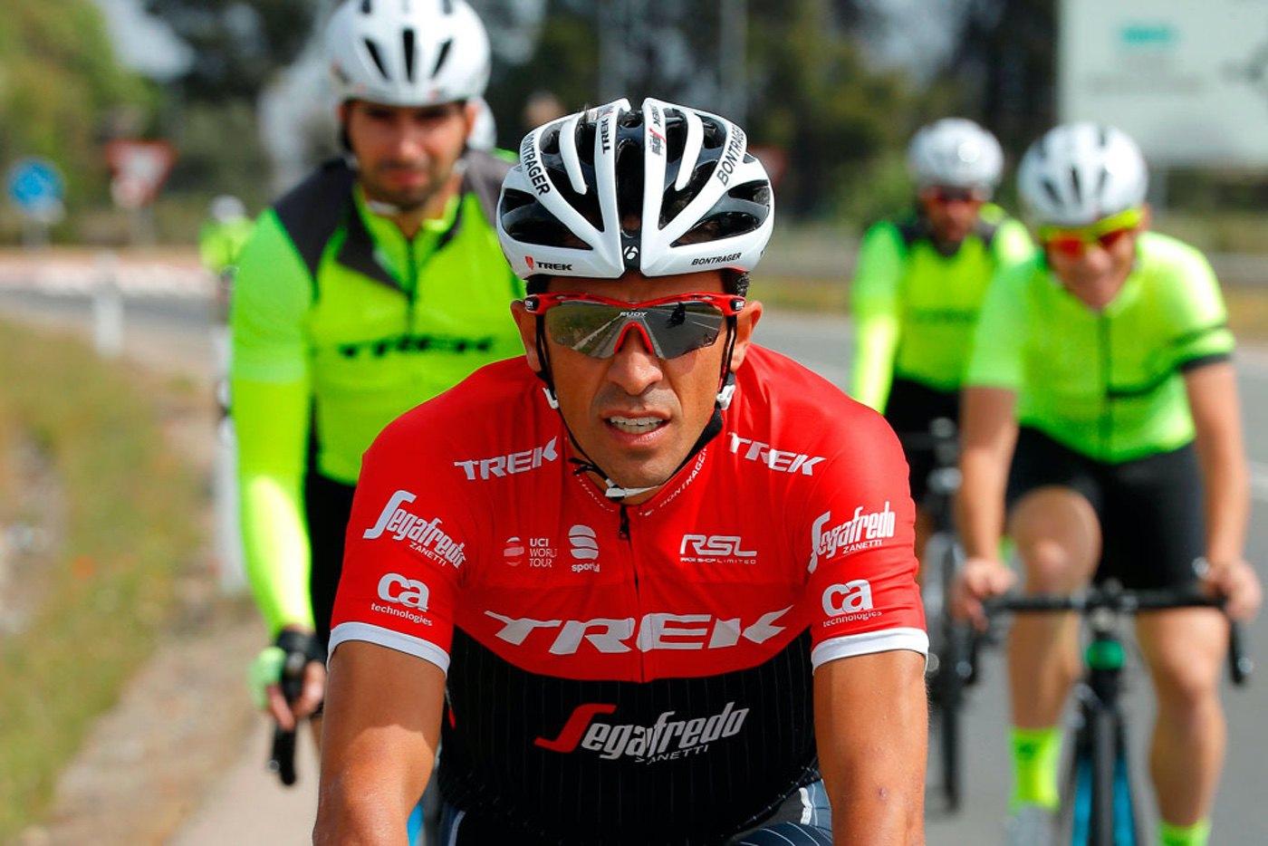 Alberto Contador siempre visible en carretera