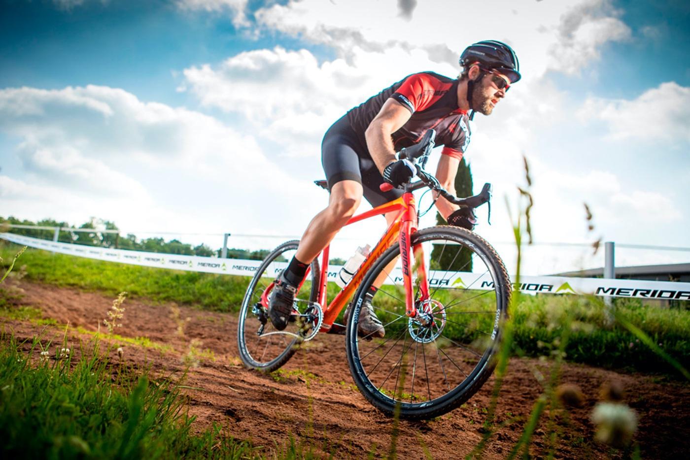 Merida te ayuda a no colgar la bici con su gama de ciclocross