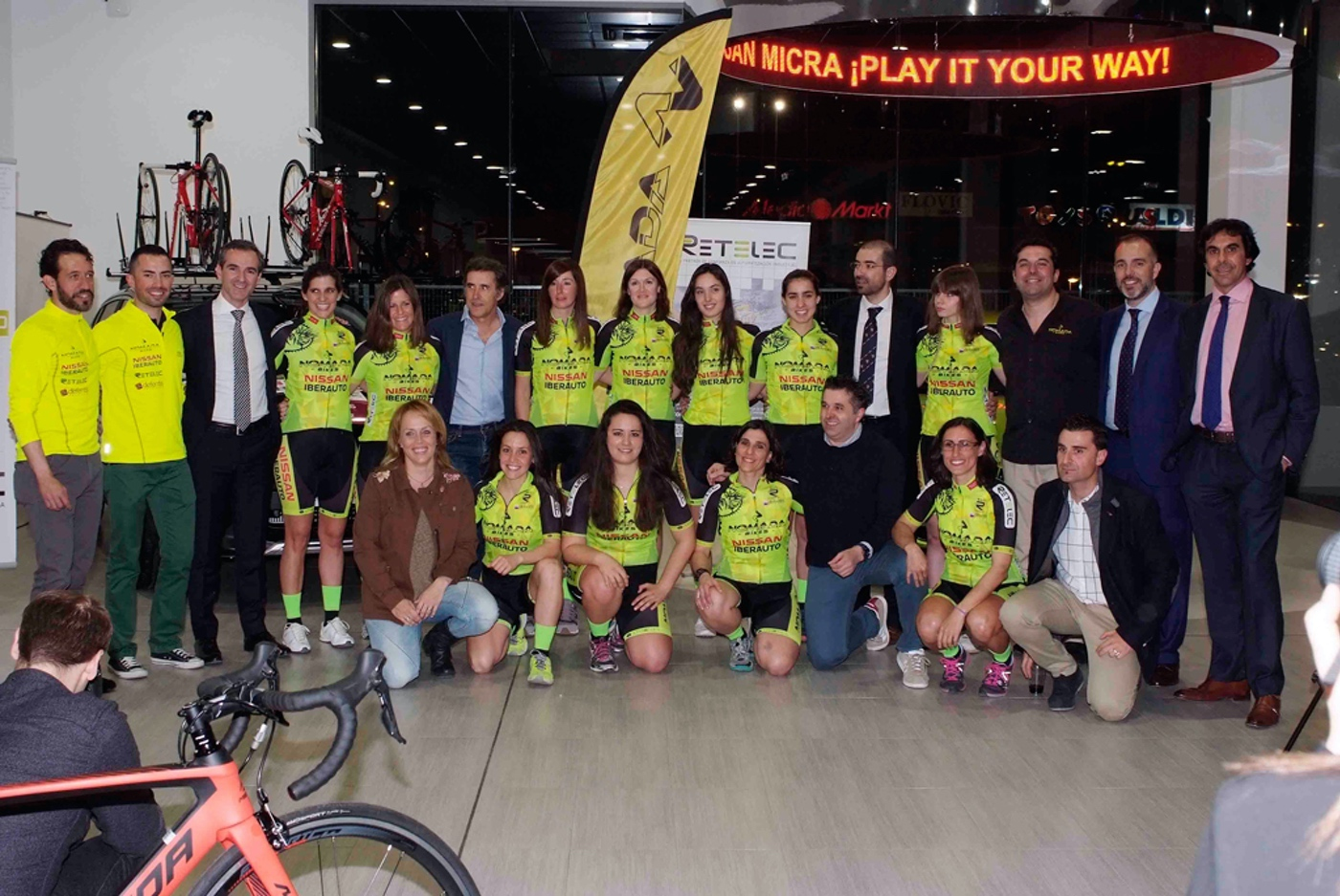 El equipo de ciclismo femenino Nómada Nissan-Iberauto Retelec se presenta en el Día Internacional de la mujer