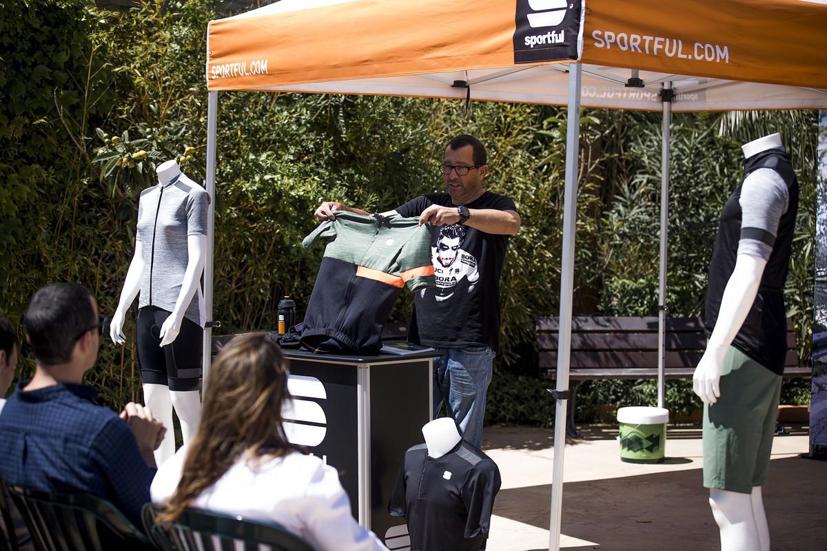 Max Caselli presentando la nueva gama de prendas Sportful Giara y Supergiara