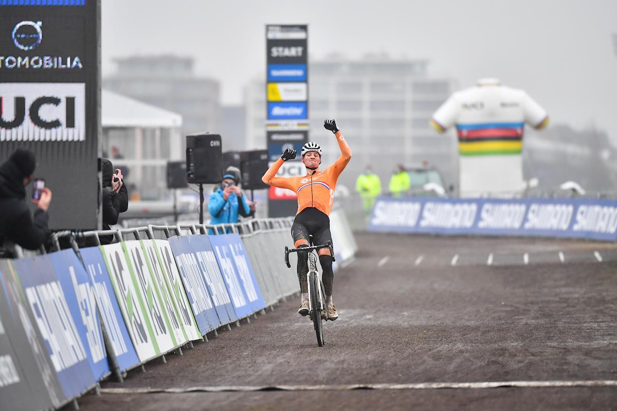 Dominio neerlandés en el Mundial de Ciclocross 2021