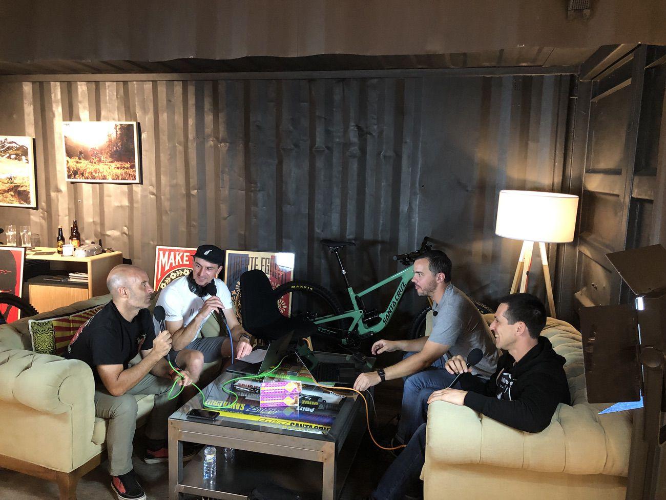 Grabando el primer capítulo del podcast de MTBpro y Maillot Mag en LTM Racing