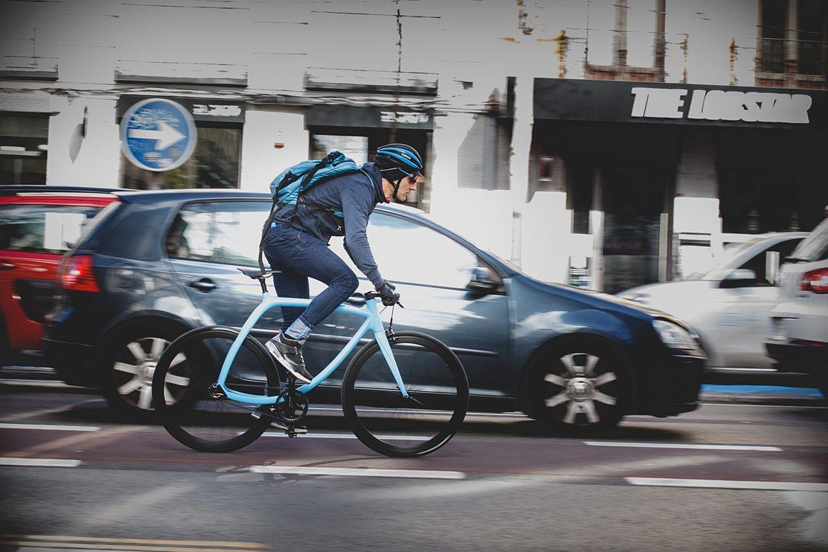 El ministro de Sanidad recomienda ir al trabajo en bicicleta