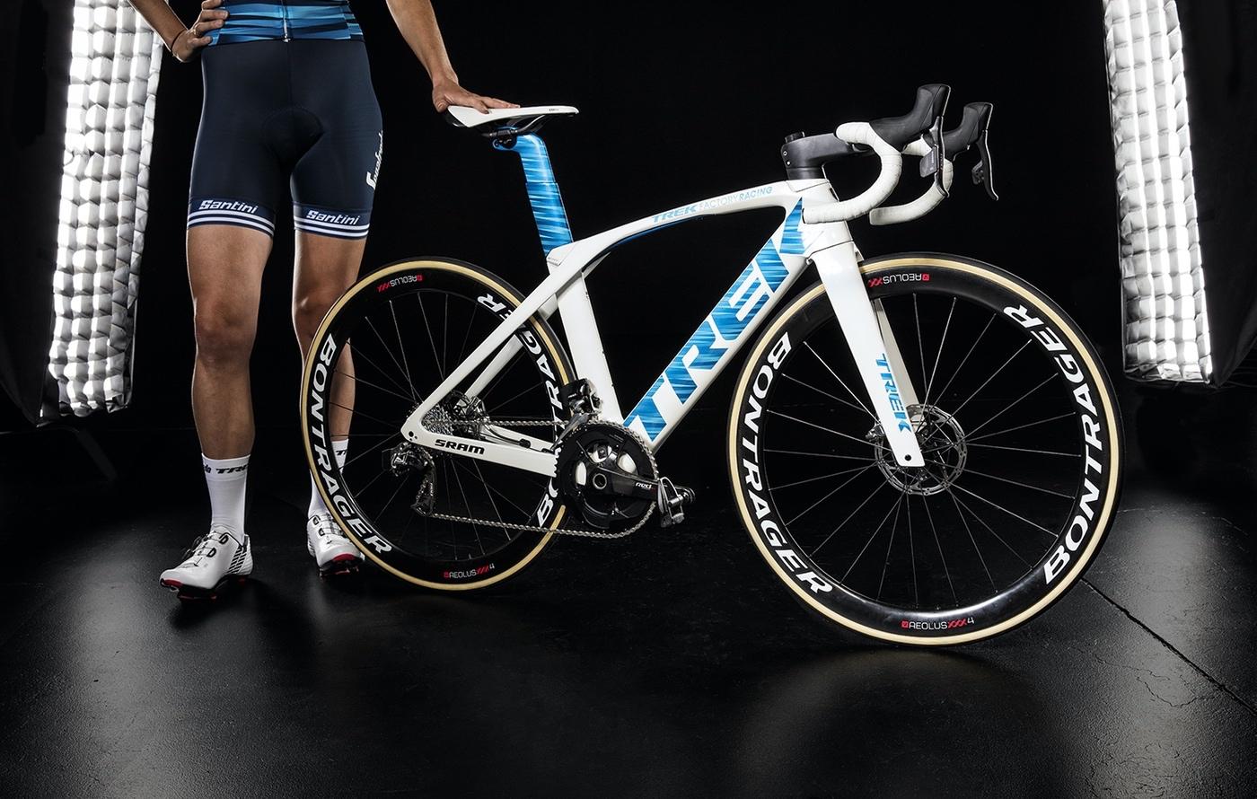 Bicicleta del equipo Trek-Segafredo equipada con SRAM RED eTap y los frenos de disco HRD