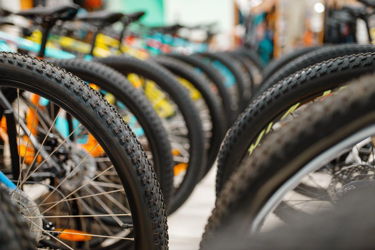 Bicicletas esperando a ser vendidas en una tienda online