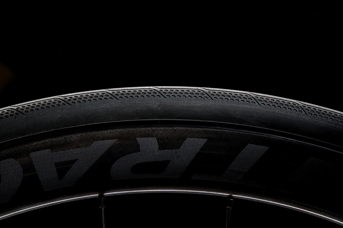 Neumático Bontrager AW3 en vista lateral