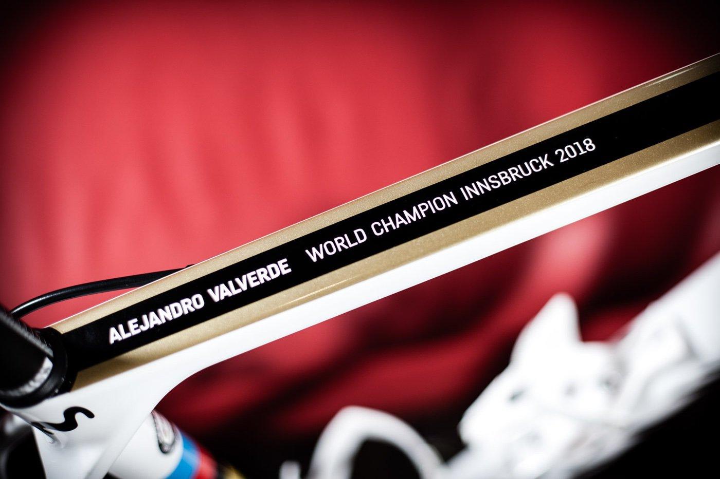 Canyon Ultimate de Alejandro Valverde personalizada con los colores de Campeón del Mundo