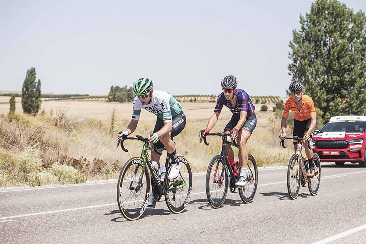 Ciclistas del Caja Rural, Burgos-BH y Euskaltel en la Vuelta a España 2021