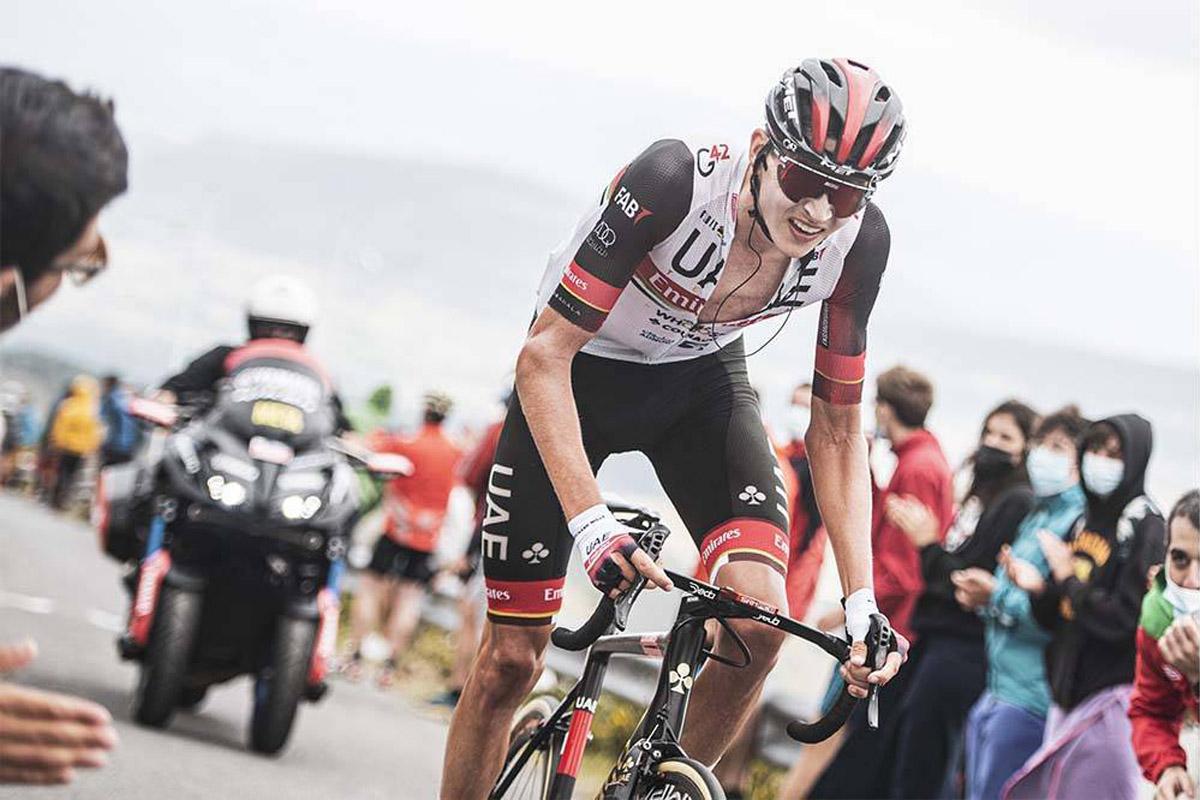 Un corredor del UAE Emirates en acción en la Vuelta a España 2021