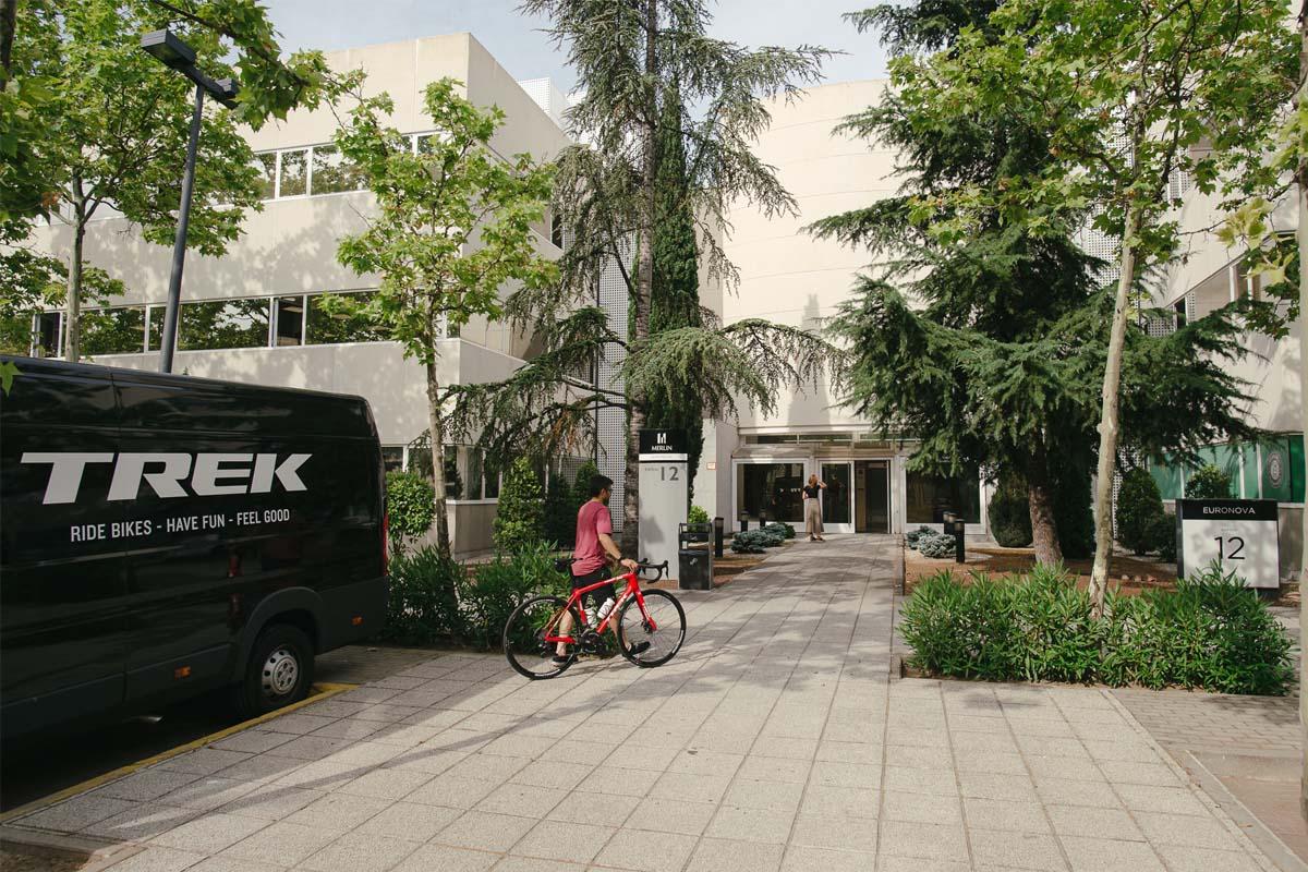 Acceso exterior a las oficinas de Trek SWE