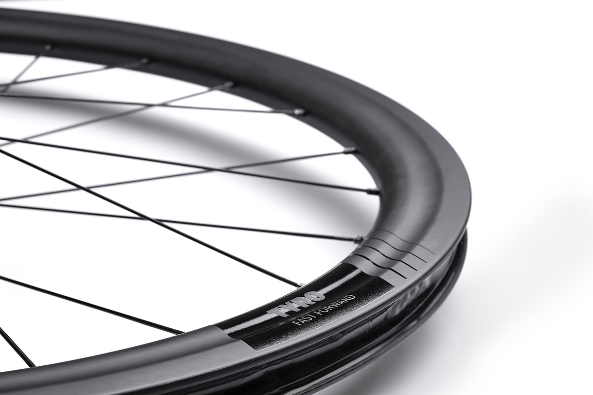 Nuevas ruedas FFWD TYRO, carbono y neumáticos de hasta 40 mm