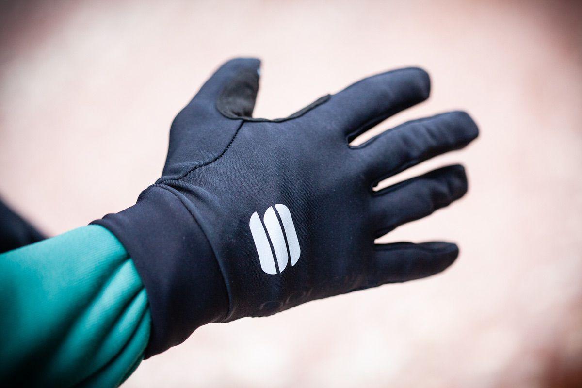 Detalle de la parte externa de los guantes Sportful Norain