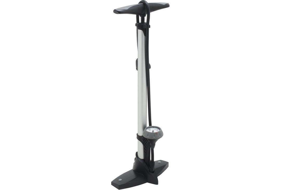 Herramientas imprescindibles que todo ciclista debe tener: bomba de pie o taller