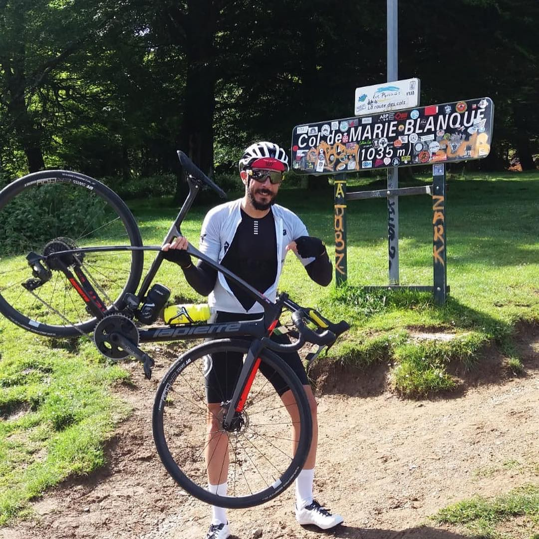 Enrique Sevilla en la cima de Marie-Blanque en la Quebrantahuesos 2019