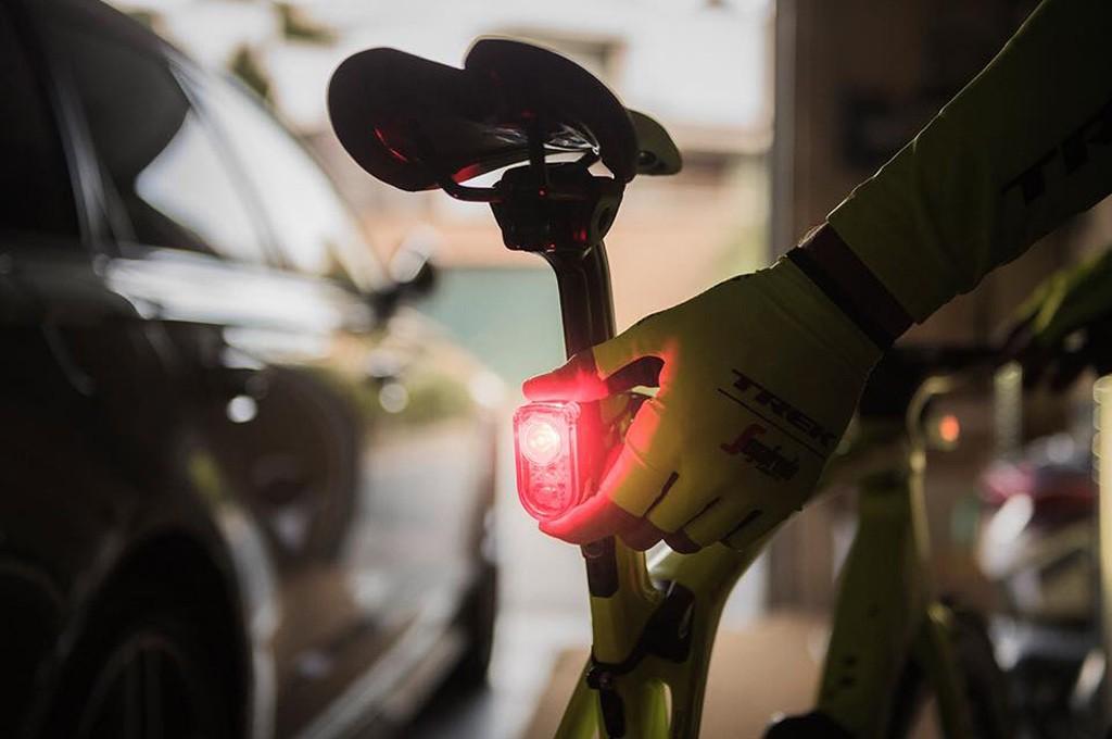 """Por qué debes llevar """"luces de día"""" en tu bicicleta"""