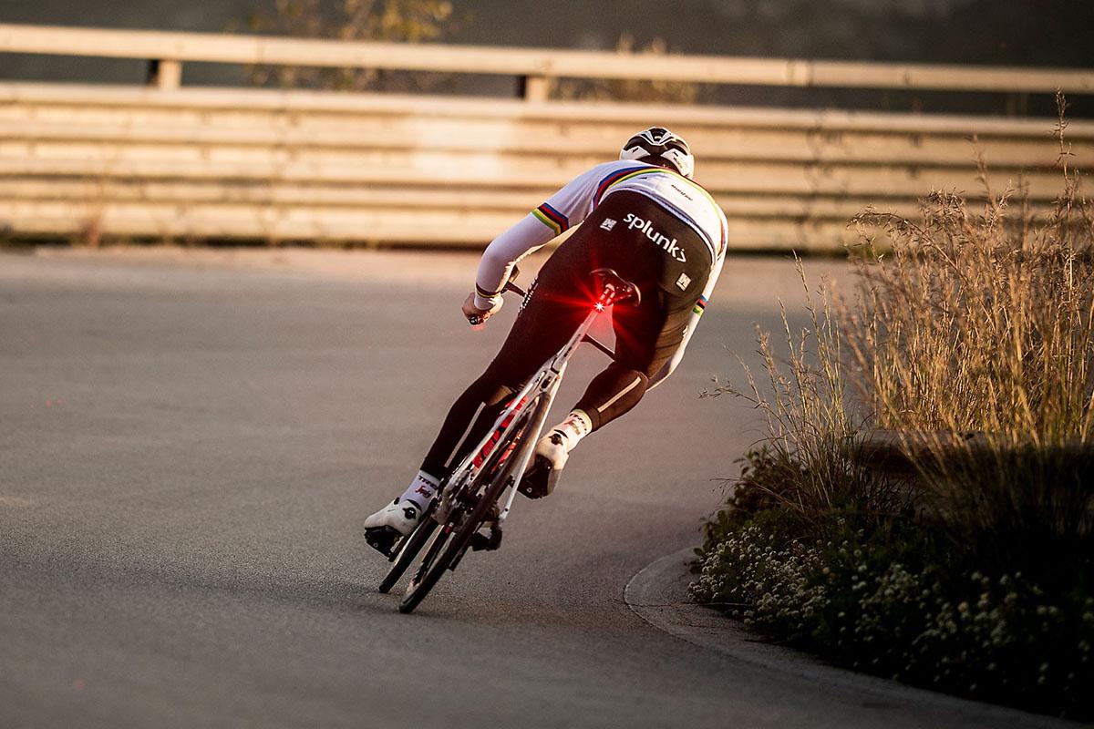 Cómo deben ser las luces de día para bicicletas y las ventajas de usarlas