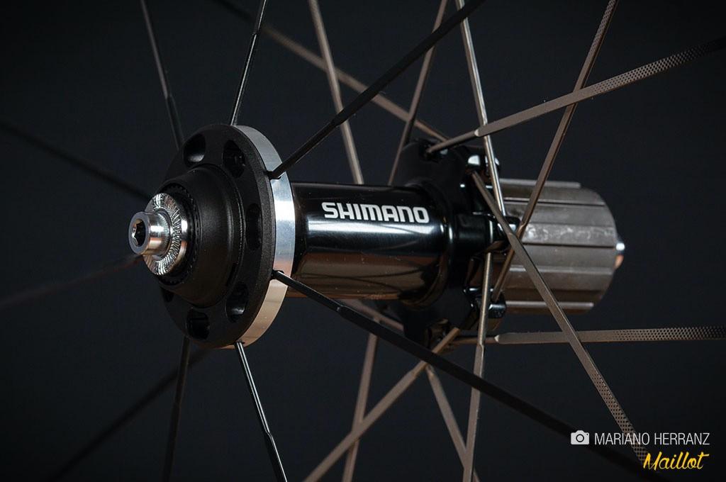 Una buena rueda es la mejor manera de aligerar la bici, cuanto más alejado del buje esté el peso que quites más eficiente será