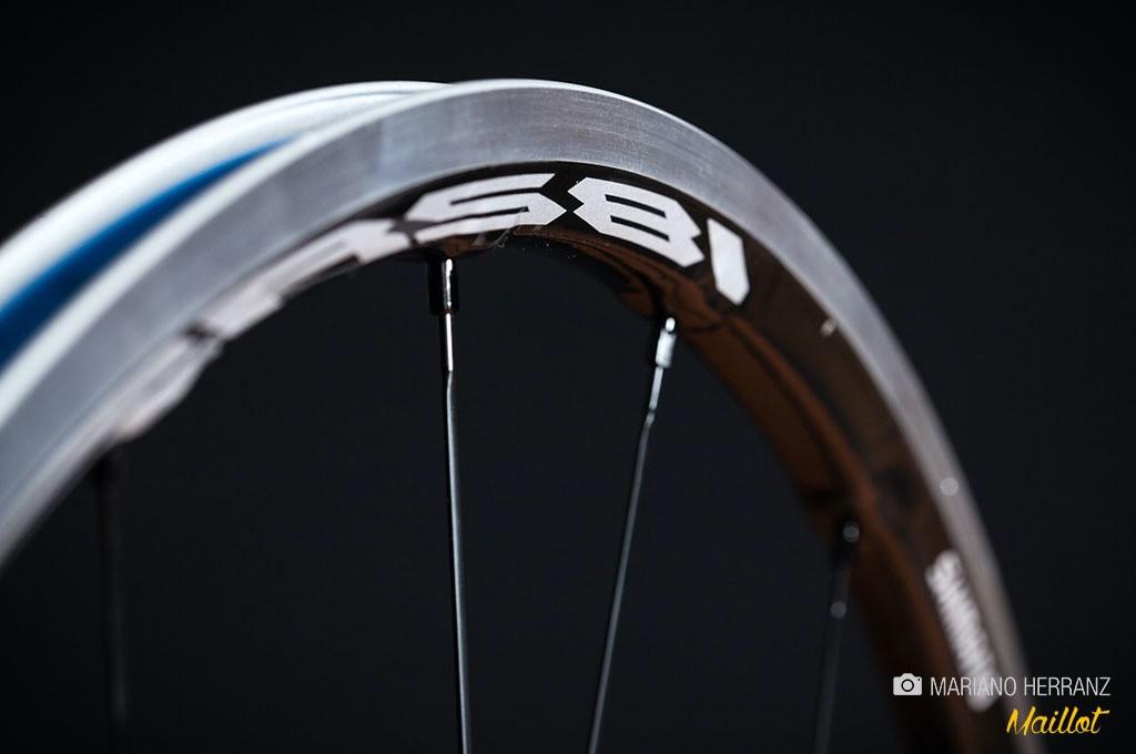 El tipo de neumático, con cámara, tubular o tubeless, determinará la forma de la llanta