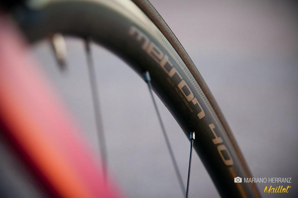 Las ruedas aerodinámicas de medio perfil se han popularizado en los últimos años, fundamentalmente debido a su estética «pro»