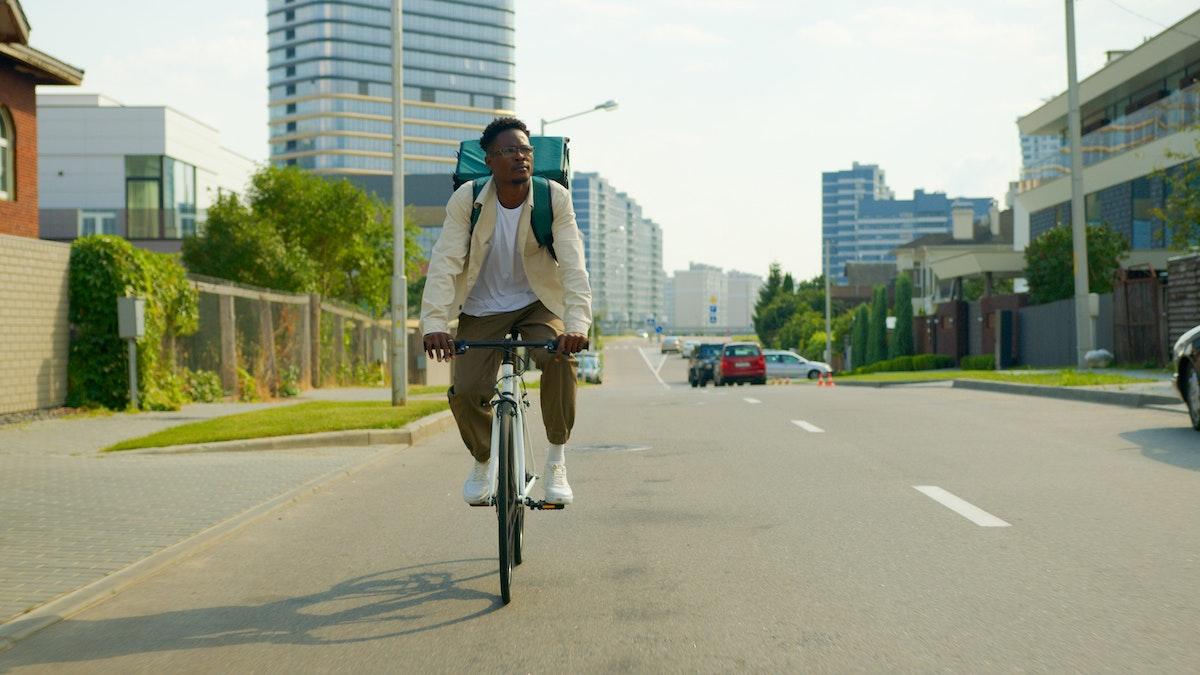 Ciclista urbano por la ciudad