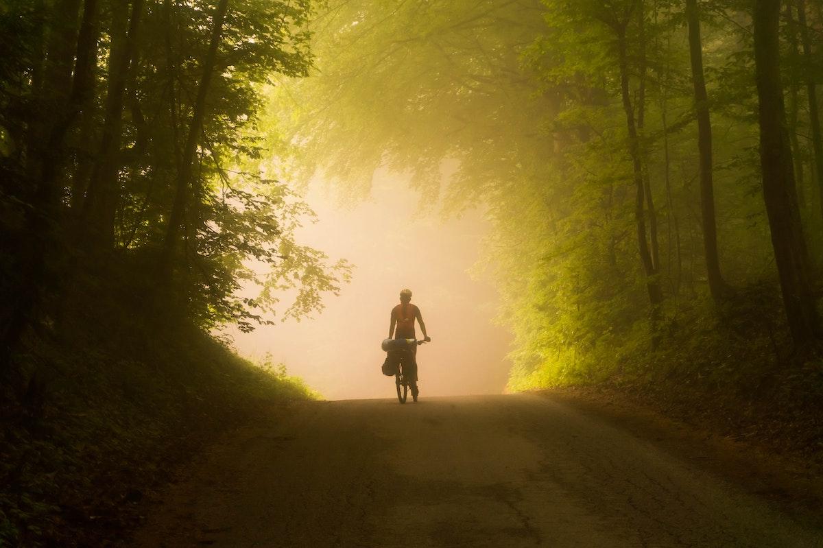 Niebla en un viaje en bicicleta