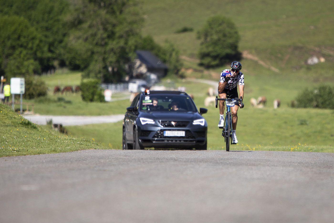 CUPRA Ateca como coche de asistencia a los ciclistas de la Quebrantahuesos 2019