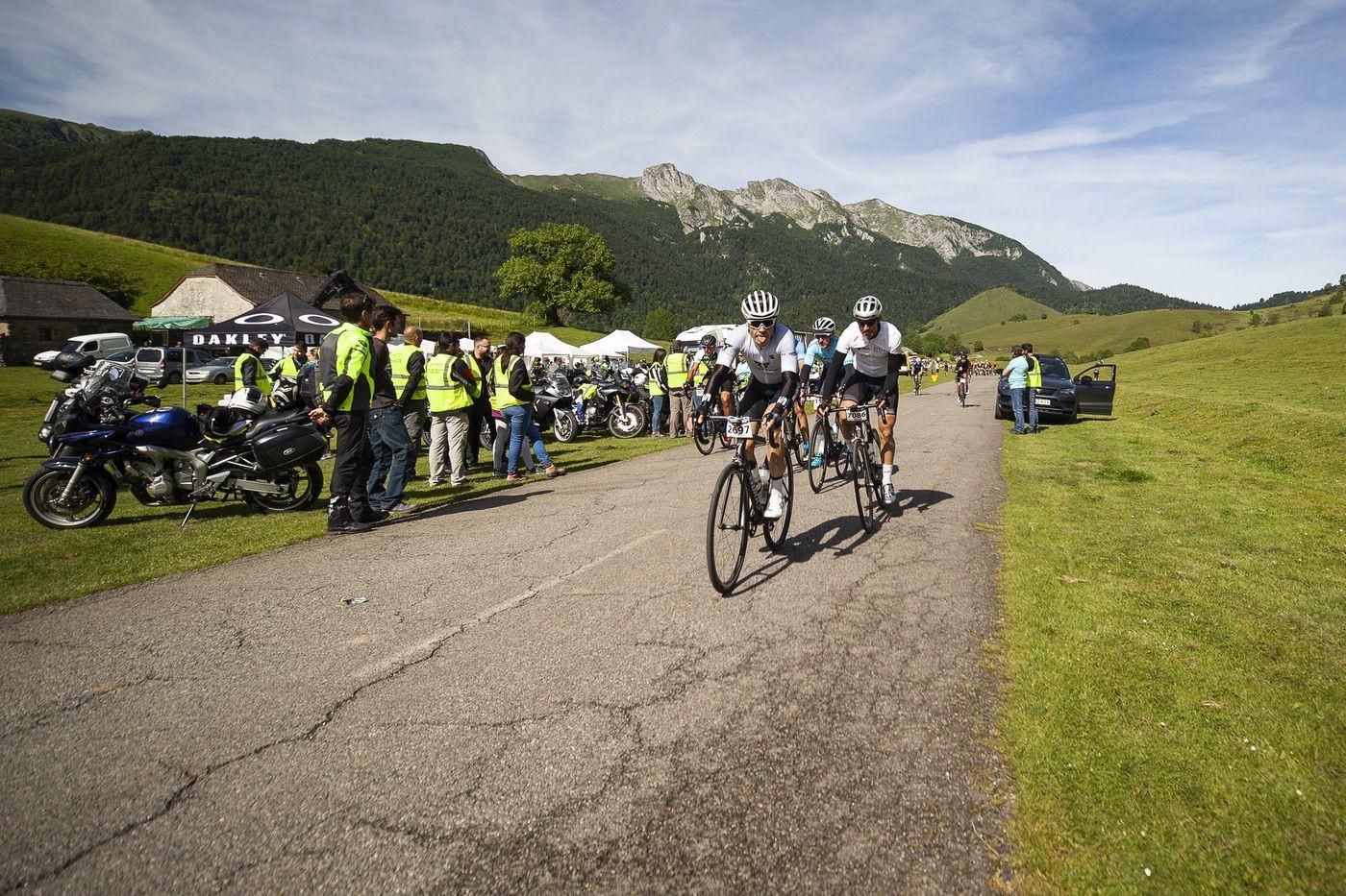 Ciclistas disfrutando de la CUPRA Challenge Quebrantahuesos 2019