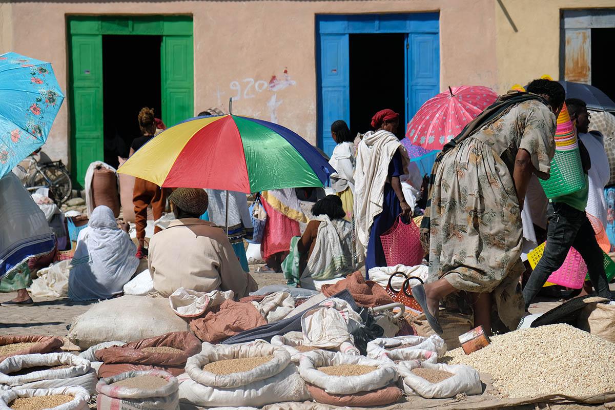 Mercado que se organiza en Wukro cada jueves
