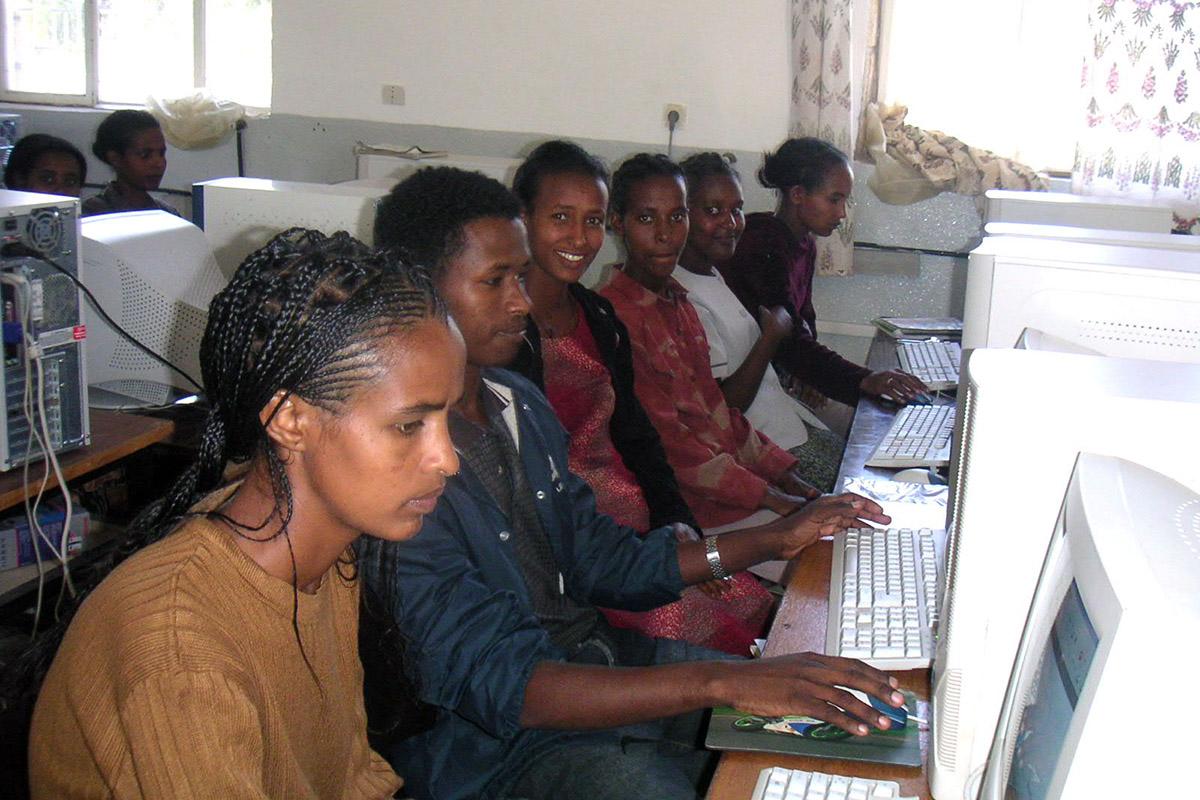 Clases de informática e IT Job Training en la Misión Saint Mary de Wukro