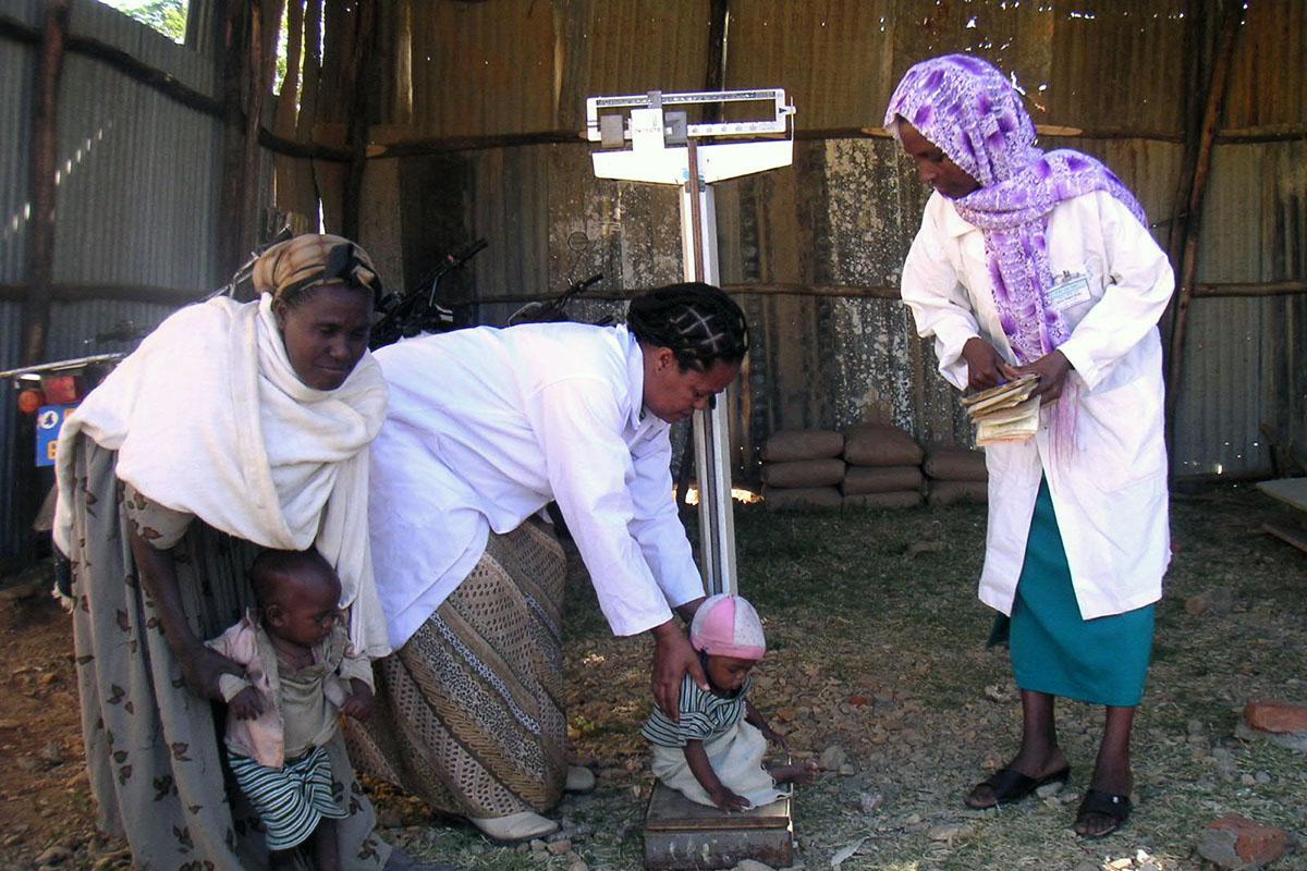 Control del crecimiento de los niños en la Misión Saint Mary en Wukro