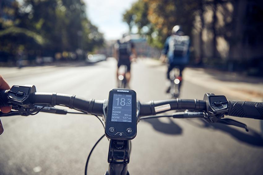 Mandos en el manillar de una bicicleta eléctrica / ebike