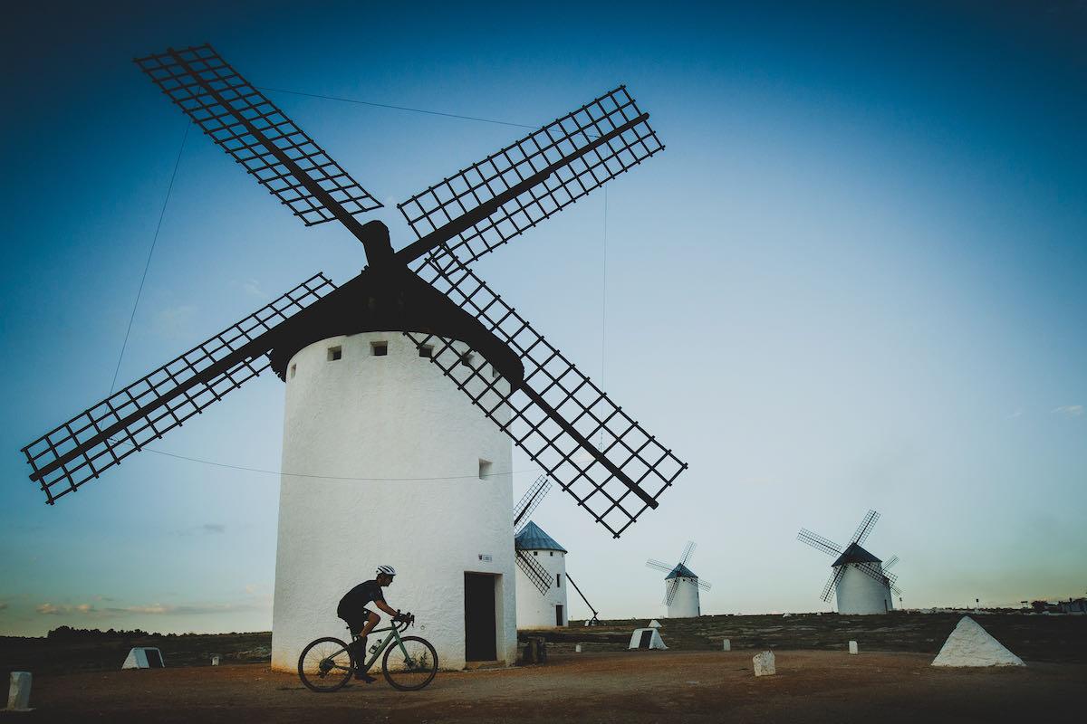 Foto de acción de una bici de gravel