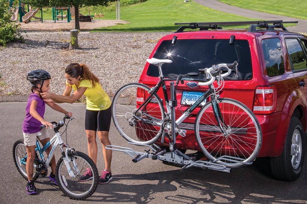 Evita las multas. Cómo hay que llevar la bici en el coche correctamente.