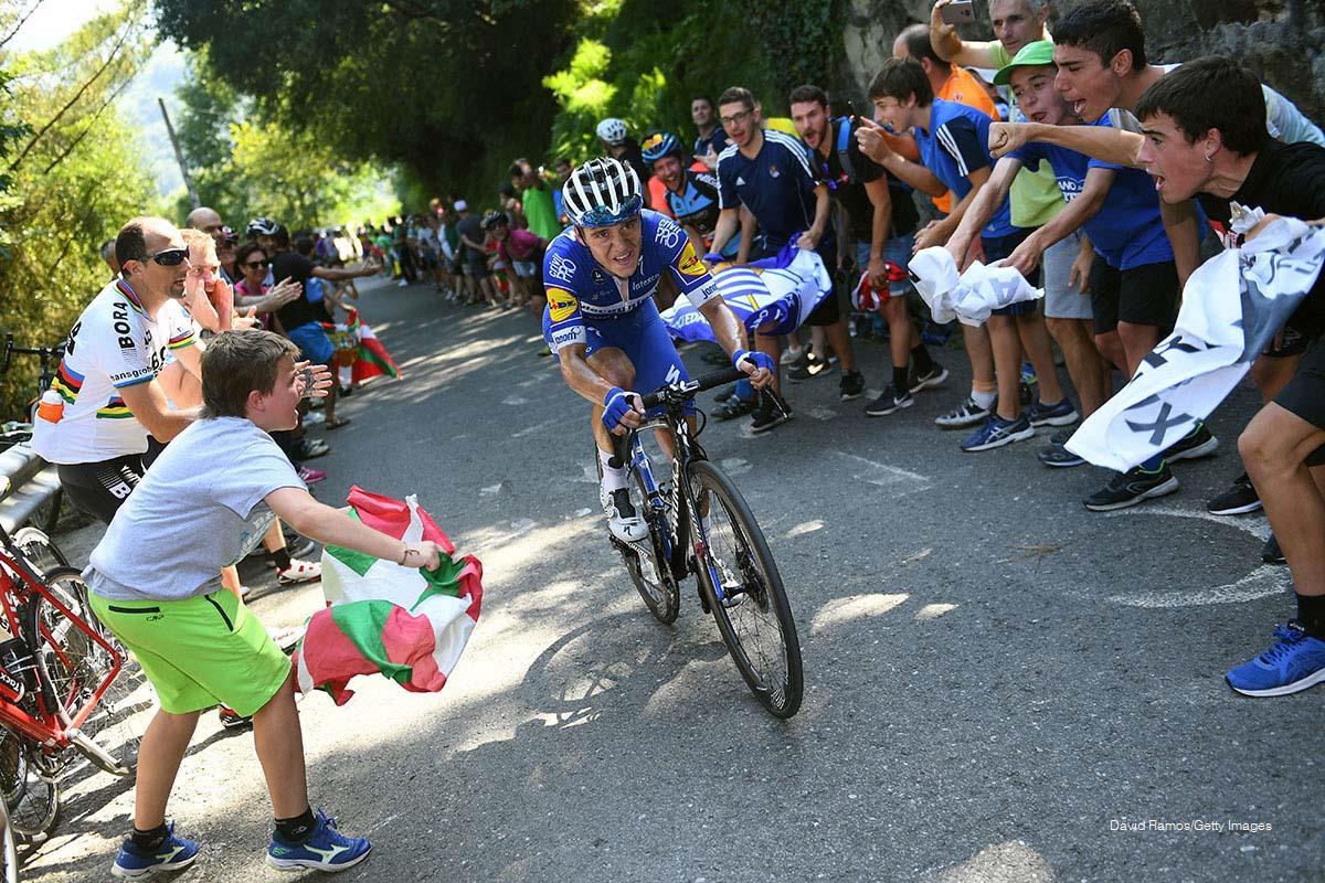 Remco Evenepoel subiendo Eizquibel para ganar su primera Clásica de San Sebastián